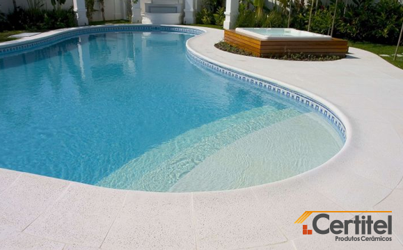 piso antiderrapante piscina